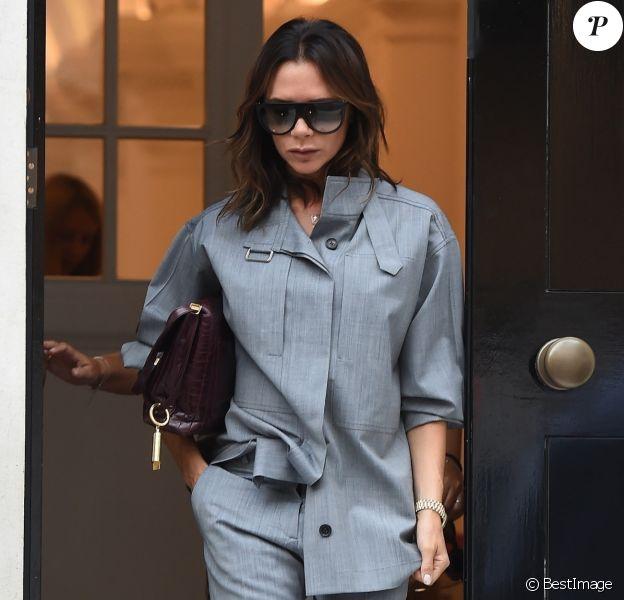 """Exclusif - Victoria Beckham à la sortie de la galerie d'art """"Thaddaeus Ropac"""" dans le quartier de Mayfair à Londres, Royaume Uni, le 10 septembre 2018."""