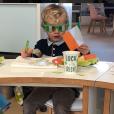 Le prince héréditaire Jacques de Monaco en mode Saint Patrick à la crèche en mars 2018, photo publiée sur le compte Instagram de la princesse Charlene.