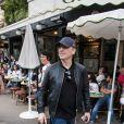 Gad Elmaleh quitte le café de Flore après avoir croisé Katy Perry à Paris le 30 mai 2018.