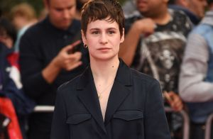 christine and the queens encore prise la main dans le sac pour plagiat purepeople. Black Bedroom Furniture Sets. Home Design Ideas