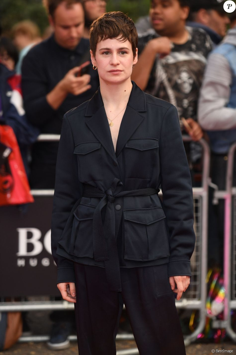 "Christine and the Queens (Héloïse Letissier) arrive à la soirée ""2018 GQ Men of the Year Awards"" au Tate Modern à Londres, le 5 septembre 2018."