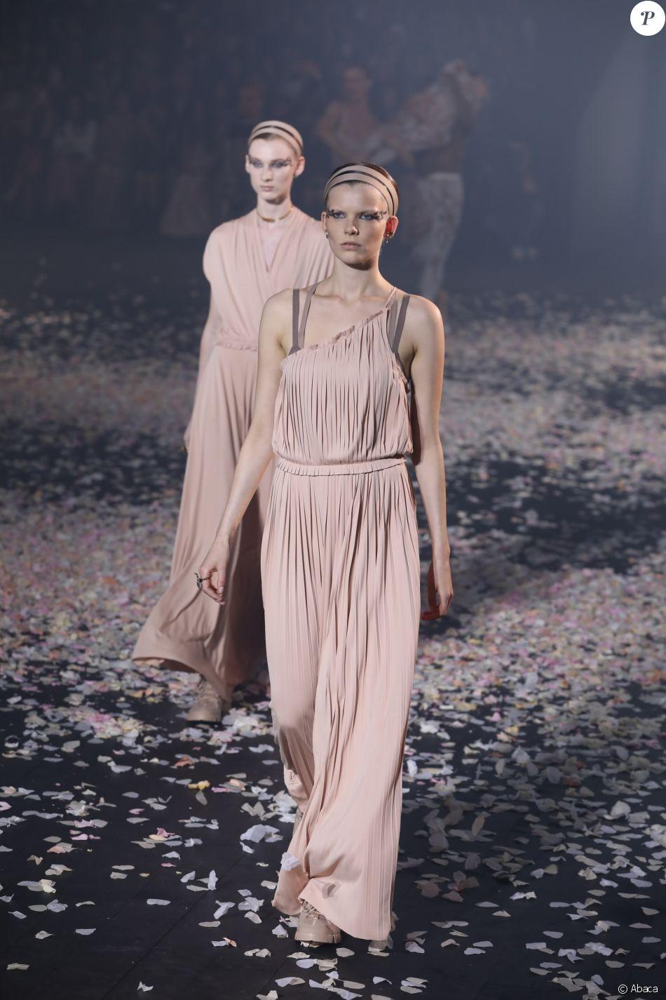 Défilé de mode \u0026quot;Christian Dior\u0026quot;, collection prêt,à,porter  printemps