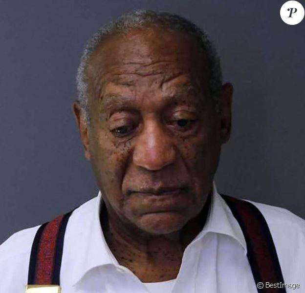 Mugshot de Bill Cosby du tribunal correctionnel de Montgomery en Pennsylvanie. Bill Cosby a été condamné à une peine de 3 à 10 ans d'emprisonnement. Il pourra formuler une demande de libération conditionnelle après au moins trois ans de détention, requête qui sera examinée par une commission spéciale. Si elle est rejetée, il pourra renouveler sa requête mais sera susceptible, si toutes ses demandes sont rejetées, de passer 10 ans en prison au total. Dès le prononcé, le principal avocat du créateur et protagoniste du Cosby Show a indiqué qu'il allait faire appel, et demandé que son client soit laissé en liberté sous caution dans l'attente de l'examen de cet appel. Une demande rejetée par le magistrat. Immédiatement après, Bill Cosby est sorti menotté de la salle d'audience, en bras de chemise et portant ses célèbres bretelles... Le 25 septembre 2018