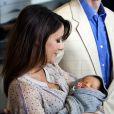 La princesse Marie et le prince Joachim présentent leur petit garçon le 7 mai 2009 à Copenhague.