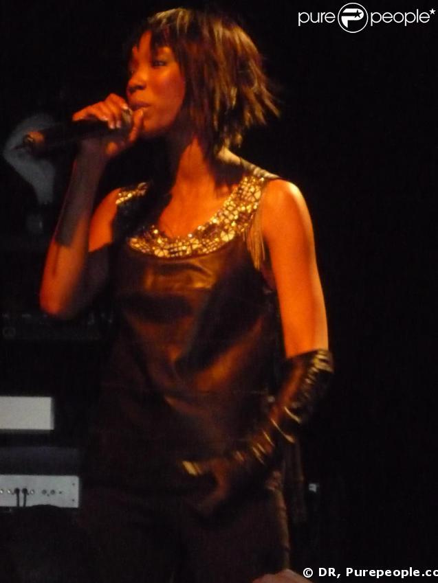 Brandy en concert au Bataclan