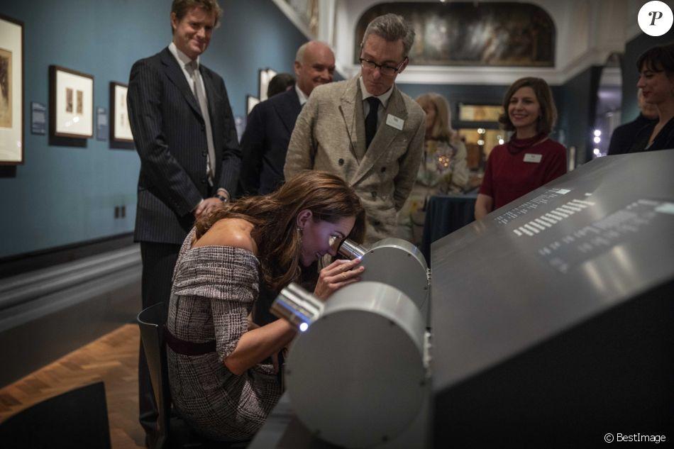 Kate Middleton, duchesse de Cambridge, assiste à l'ouverture du département de la photographie du V&A (Victoria and Albert) Museum à Londres, le 10 octobre 2018.