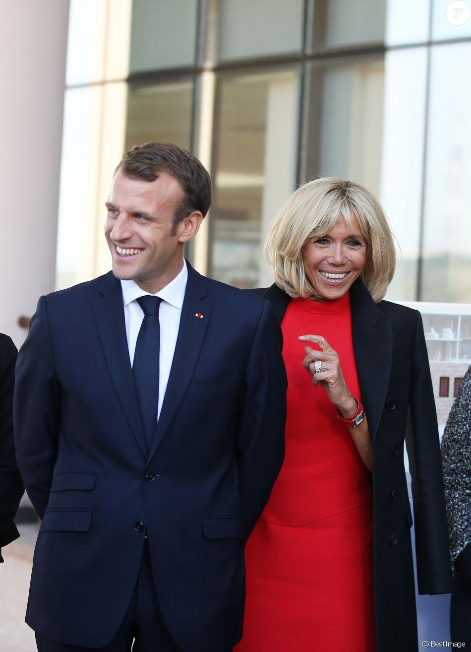 Le président de la République française Emmanuel Macron et sa femme la première dame Brigitte Macron visitent la Maison Charles-Aznavour à Erevan, Arménie, le 11 octobre 2018. © Dominique Jacovides/Bestimage