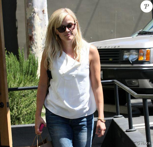 Jake Gyllenhaal et Reese Witherspoon quittent séparément un restaurant de Santa Monica
