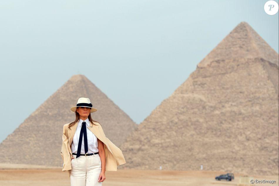 Le Première Dame des Etats-Unis Melania Trump visite le site de la grande pyramide de Gizeh en Egypte, le 6 octobre 2018.
