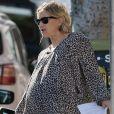 Exclusif - Kate Hudson, très enceinte, et son compagnon Danny Fujikawa quittent le domicile de Brad Pitt pour se rendre au theâtre Groundlings à Los Angeles le 23 Septembre 2018.