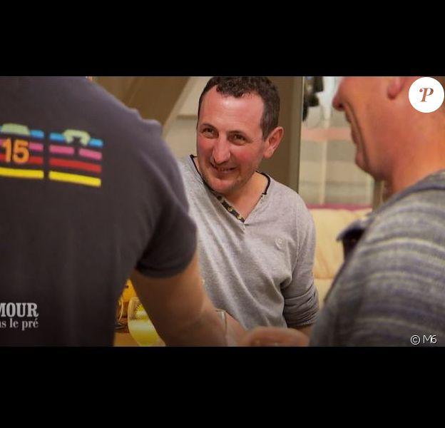 """Thierry, éleveur de vaches laitières - Extrait de l'émission """"L'amour est dans le pré"""" diffusé lundi 15 octobre 2018 - M6"""