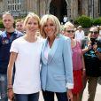 La première dame Brigitte Macron et sa fille Tiphaine Auzière vont voter à la mairie du Touquet pour le second tour des législatives, au Touquet le 18 juin 2017. © Sébastien Valiela-Dominique Jacovides/Bestimage
