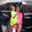 Kim Kardashian et sa fille North West portent des vêtements fluorescents dans les rues de New York, le 29 septembre 2018.