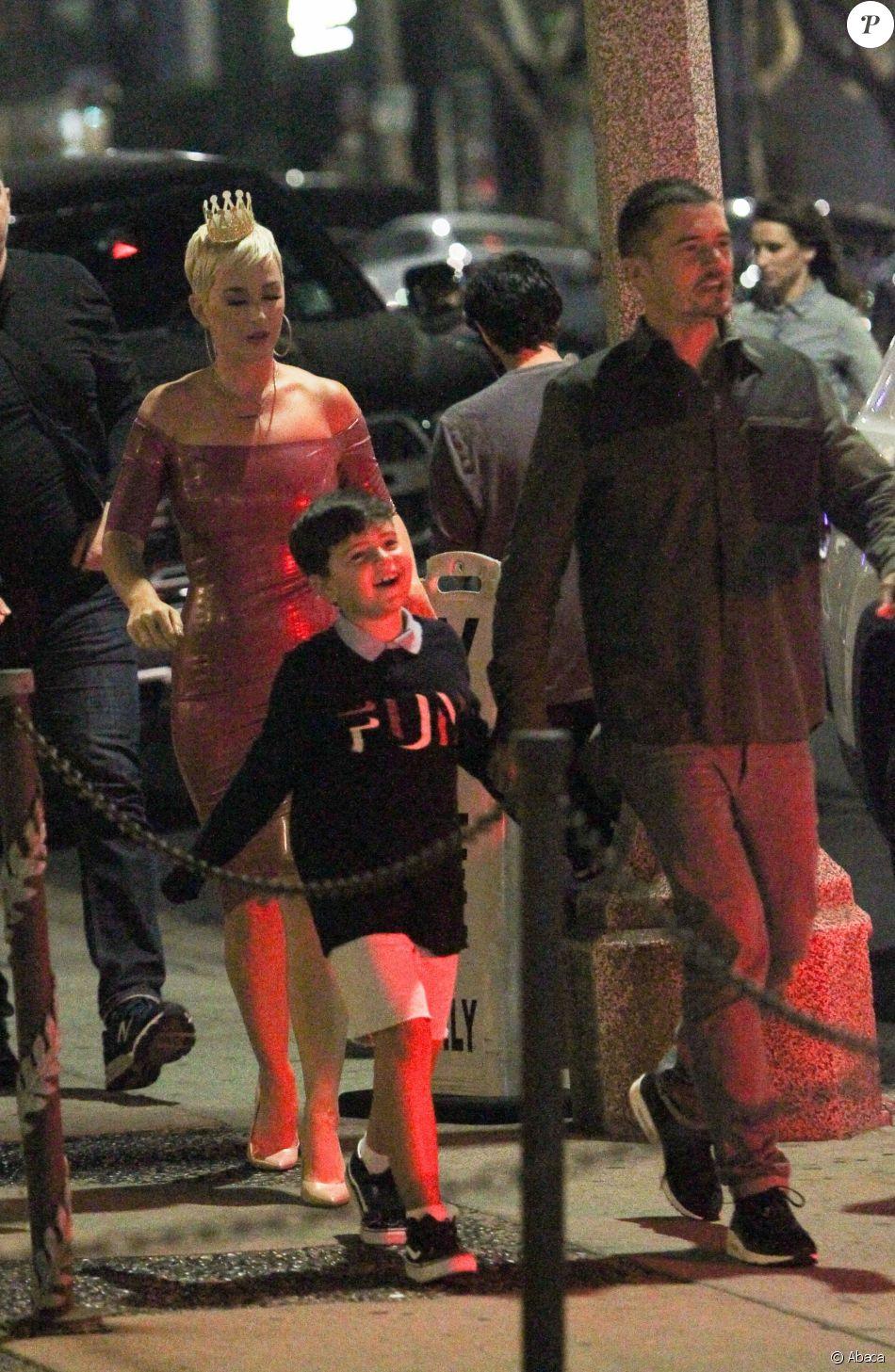 Katy Perry fête son anniversaire au Barton G Restaurant ! West Hollywood, Los Angeles, le 25 octobre 2018, avec Orlando Bloom et son fils Flynn.