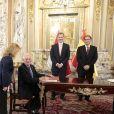 Le roi Felipe VI et la reine Letizia d'Espagne au palais du gouvernement du Pérou avec le président Martin Alberto Vizcarra et sa femme Maribel Diaz Cabello à Lima le 12 novembre 2018.