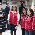 La reine Letizia visite le Centre d'urgence pour les femmes à l'occasion de sa visite officielle à Lima au Pérou le 13 novembre 2018.