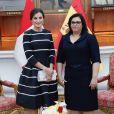 Le roi Felipe VI et la reine Letizia d'Espagne ont été accueillis au palais du gouvernement du Pérou par le président Martin Alberto Vizcarra et sa femme Maribel Diaz Cabello à Lima le 12 novembre 2018.