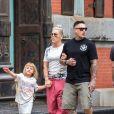 Exclusif - Pink avec son Mari Carey Hart et leur fille Willow se promènent à New York le 15 octobre 2017