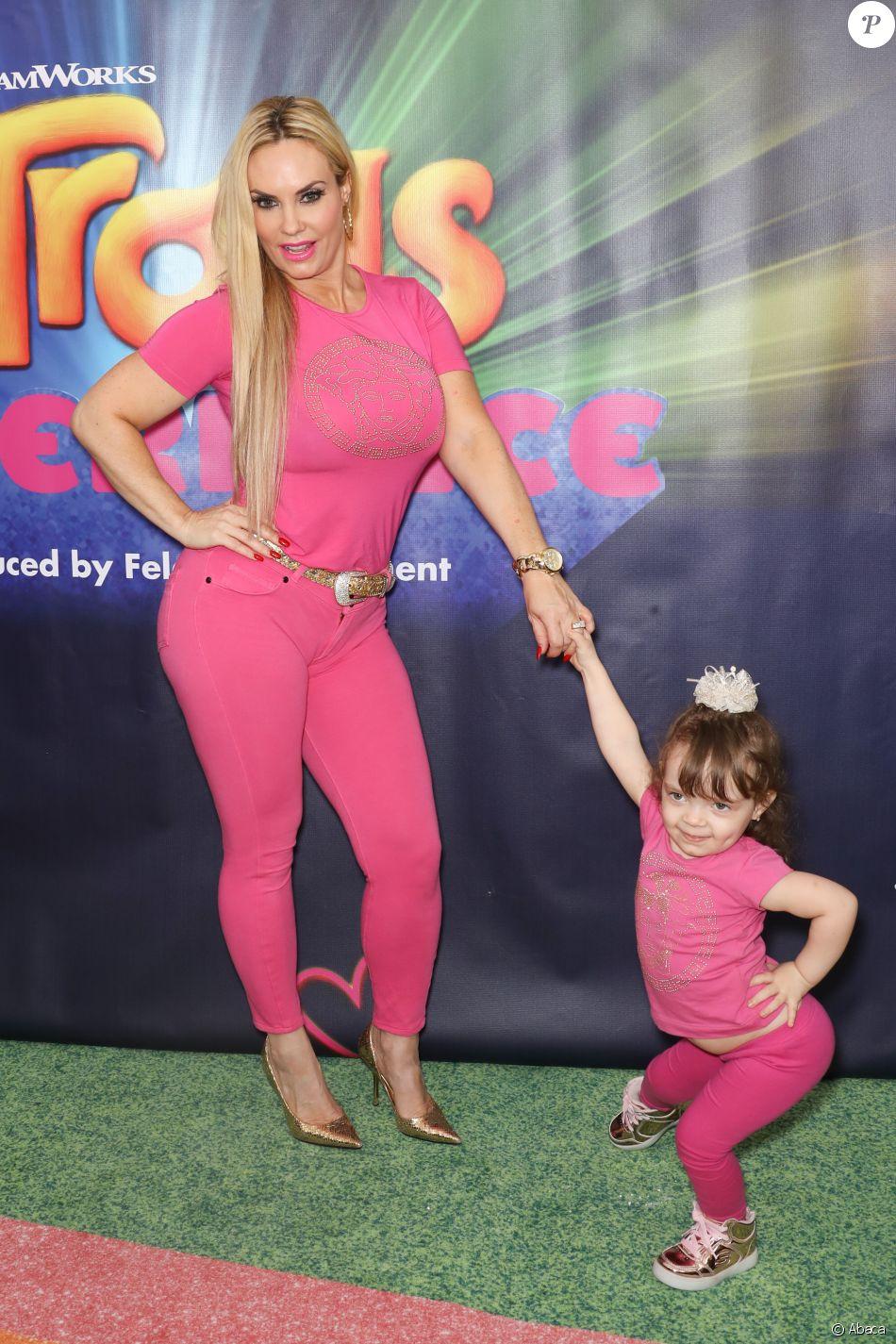 Coco Austin et sa fille Chanel Nicole Marrow assistent à l'inauguration de DreamWork Trolls The Experience à New York. Le 14 novembre 2018.