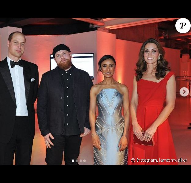 Kate Middleton avec le prince William et le chanteur Tom Walker au dîner de la Royal Foundation organisé le 15 novembre 2018 à Londres.