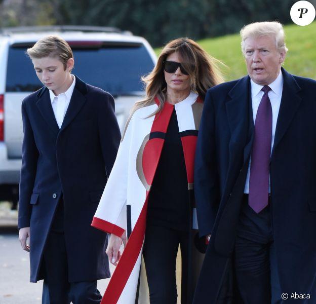 Donald, Melania et Barron Trump quittent la Maison-Blanche pour se rendre en Floride pour les fêtes de Thanksgiving, le 20 novembre 2018.