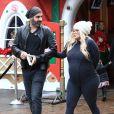 Jenna Jameson, enceinte, et son fiancé Lior Bitton font du shopping à Los Angeles, le 21 décembre 2016.