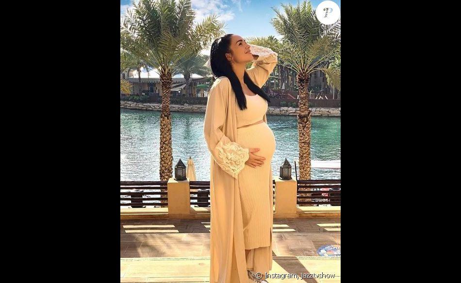 Jazz, enceinte de son deuxième enfant, radieuse en robe moulante aux Maldives - Instagram, 29 novembre 2018