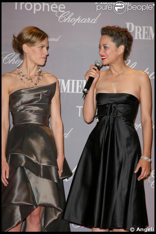Hilary Swank et Marion Cotillard lors de la soirée de remise du Trophée Chopard à Cannes le 18 mai 2009