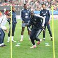 Mamadou Sakho à l'échauffement avec l'équipe de France.