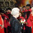 Lady Gaga rencontre Elizabeth II à Blackpool, le 7 décembre 2009.
