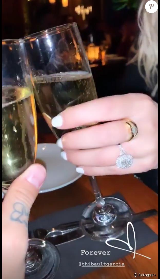 Jessica Thivenin dévoilé son énorme bague de fiançailles.