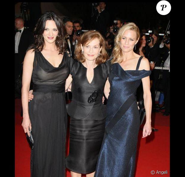 Robin Wright, Isabelle Huppert et Asia Argento hier soir à la projection de Vincere à Cannes