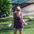 Pour une virée au parc, Nicole porte une tunique associée à un short en jean ! Le top !