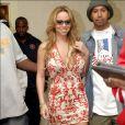Mariah Carey, bombesque dans sa robe moulante aux imprimés rouges flamboyants !