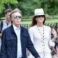 Exclusif - Sir Paul McCartney et sa femme Nancy Shevell marchent le long du Serpentine à Hyde's park Londres le 19 juin 2018