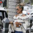 Laeticia Hallyday arrive chez son coiffeur habituel au Alma Hair Salon de Beverly Hills à Los Angeles, le 14 décembre 2018.