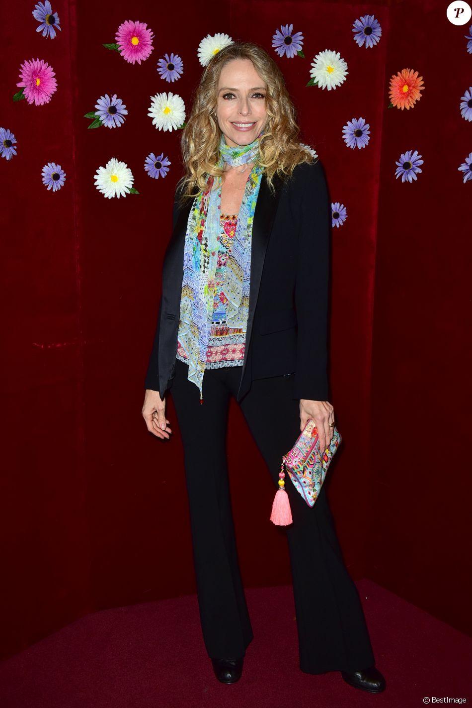"""Exclusif - Tonya Kinzinger assiste à la comédie musicale """"Woodstock"""" au théâtre Comédia à Paris le 9 novembre 2017. © Giancarlo Goassini/Bestimage"""