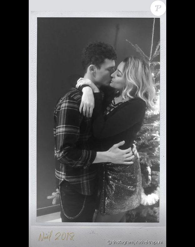 Rachel Legrain-Trapani et Benjamin Pavard s'embrassent pour Noël. Instagram, le 27 décembre 2018.