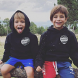 Le footballeur Gerard Piqué partage quelques extraits de sa vie de famille avec Shakira et leurs deux garçons, Sasha et Milan, sur Instagram.