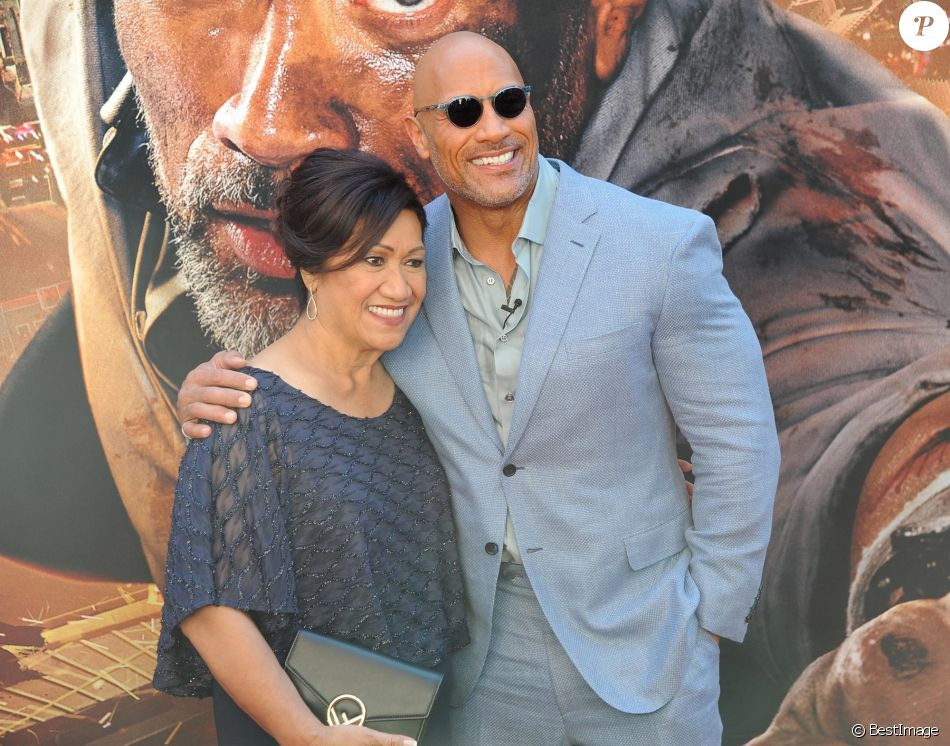 Dwayne Johnson et sa mère Ata Johnson à la première de 'Skyscraper' au AMC Loews Lincoln Square à New York, le 10 juillet 2018