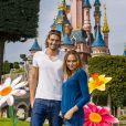 Camille Lacourt et Valérie Begue à Disneyland Paris le 12 avril 2015.