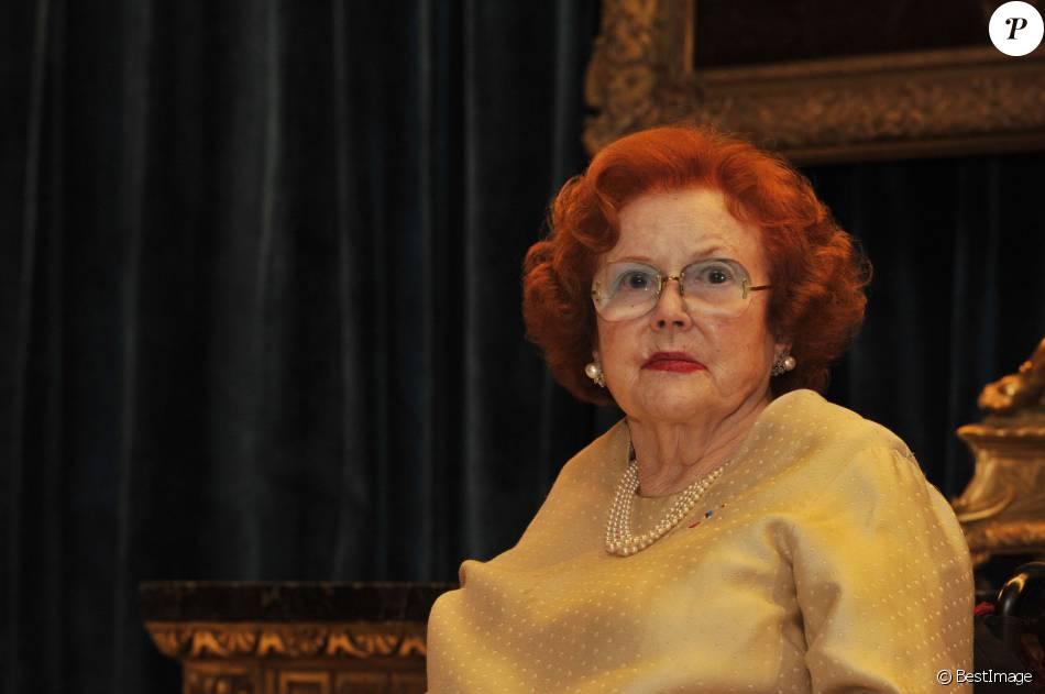 """Jeanne Augier, richissime propriétaire de l'hôtel Negresco, dédicace son livre """"La dame du Negresco"""" à Nice le 8 janvier 2013."""