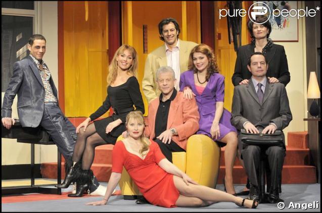 Steevy Boulay et tout l'équipe de la pièce dans Ma Femme est Folle au Théâtre des Nouveautés