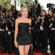 Sharon Stone lors de la montée des marches du film Inglorious Basterds durant le Festival de Cannes 2009