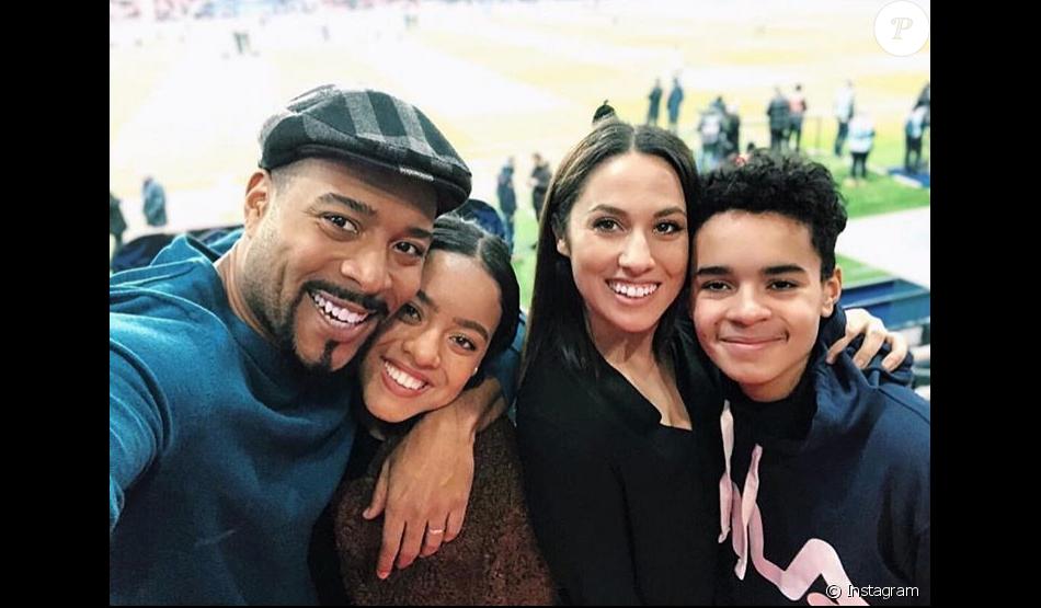 Jean-Luc Guizonne avec sa femme Charlotte Namura et ses enfants Maeva et Malcom, le 23 janvier 2019 au Parc des Princes lors de PSG-Strasbourg en Coupe de France, le jour du 5e anniversaire de la rencontre du couple, photo Instagram.