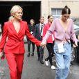 Bella Hadid et sa mère Yolanda quittent le défilé de mode Oscar de la Renta à New York le 11 septembre 2018.