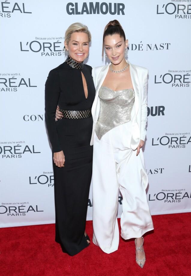 Yolanda Foster et sa fille Bella Hadid à la soirée Women Of The Year Awards au théâtre Kings dans le quartier de Brooklyn à New York, le 13 novembre 2017