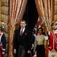 Le roi Felipe VI d'Espagne et la reine Letizia (jupe et haut Hugo Boss) lors de la réception des ambassadeurs au palais royal à Madrid le 22 janvier 2019.