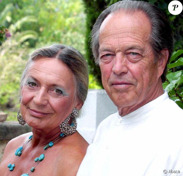 Henri d'Orléans et Micaela Cousino y Quinones de Leon dans leur maiso à Majorque en août 2002