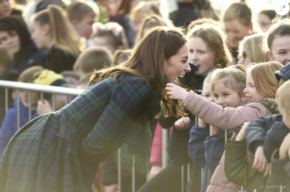 Catherine Kate Middleton (Comtesse de Strathearn en Ecosse) à la rencontre des employés de l'usine Michelin de Dundee, en Ecosse, puis des enfants des écoles le 29 janvier 2019.